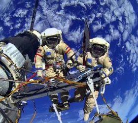 К далеким звездам и мирам! - стихи про космос и космонавтов